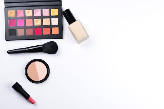 화장품 미용 제품 파운데이션 립스틱 아이 섀도우 아이 속눈썹 브러쉬 및 도구가 포함된 전문 메이크업 제품