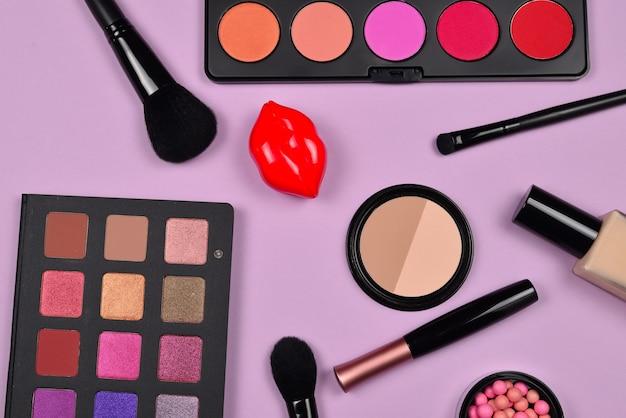 미용 미용 제품, 파운데이션, 립스틱, 아이 섀도우가 포함 된 전문 메이크업 제품