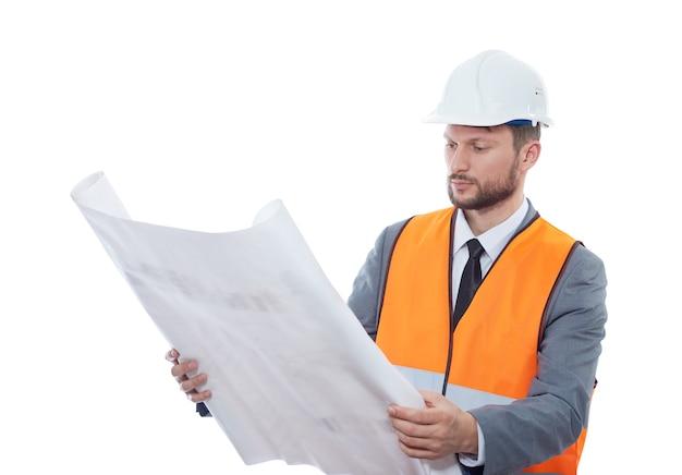 Профессиональный мужской строительный бизнесмен с его чертежами