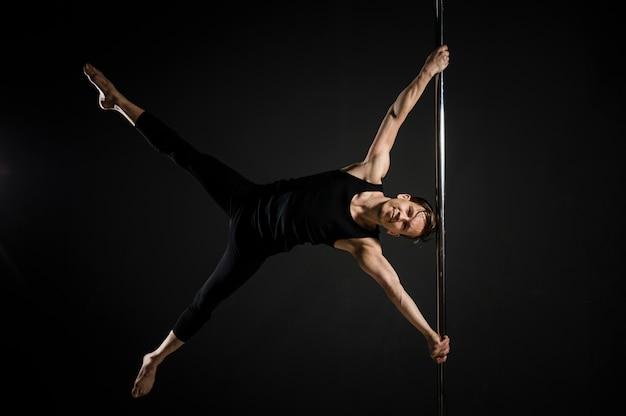 Ballerino professionista di pole maschile