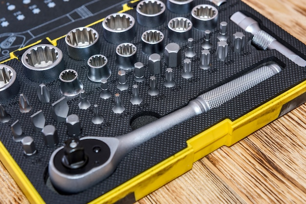 Профессиональный механик набор инструментов в случае крупным планом