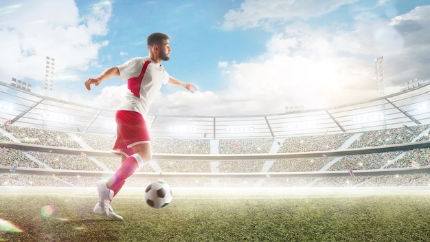 Профессиональный футболист в действии