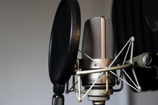 プロのスタジオレコーディングマイク-セレクティブフォーカス
