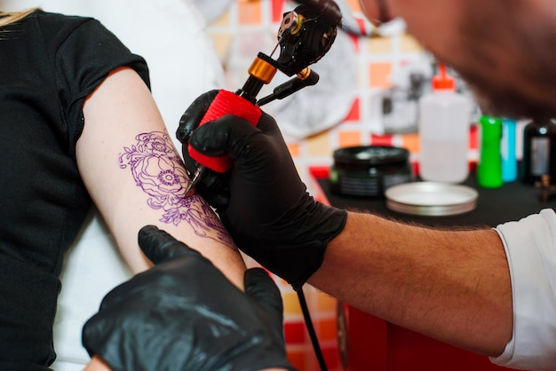 Professional tattoo artist makes tattoo
