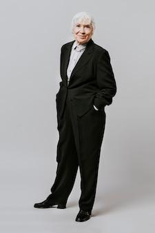 검은 양복을 입은 전문 여성