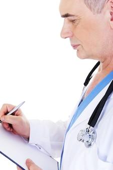 Профиль зрелых мужчин-врачей, работающих