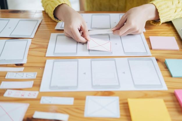ソフトウェア開発とコーディング技術に携わるプログラマーとuxuiデザイナー。モバイルおよびウェブサイトのデザインとプログラミング開発技術。