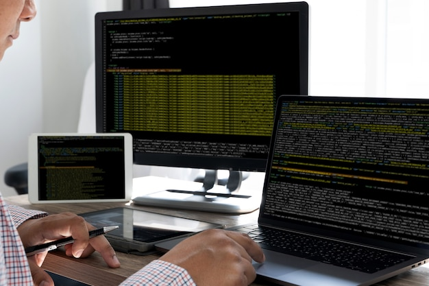 プログラミングコードの抽象的な技術の背景開発者のプログラミングとコーディング技術のソフトウェア開発者とコンピュータースクリプト