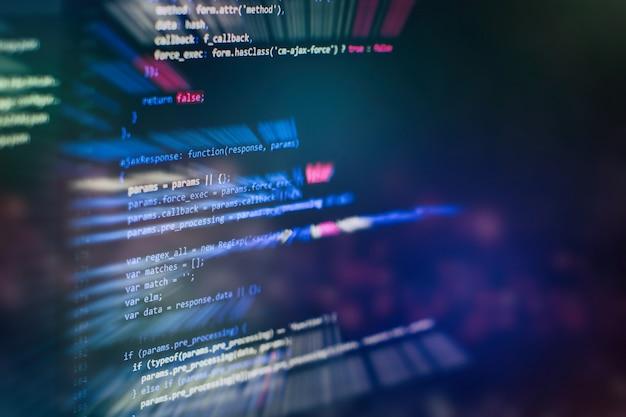 Менеджеры проектов работают над новой идеей. разработка программного обеспечения для www. разработчик мобильного приложения. инновационный стартап-проект. программный код веб-сайта. it-бизнес.