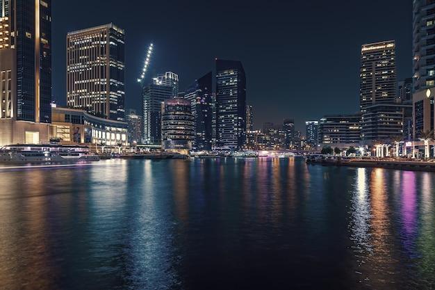두바이 마리나, 두바이, 아랍 에미리트의 산책로와 운하