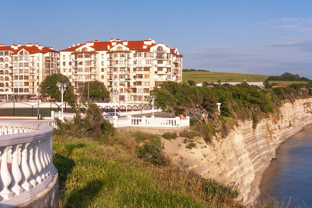 Promenade in the resort town of gelendzhik, over a steep cliff