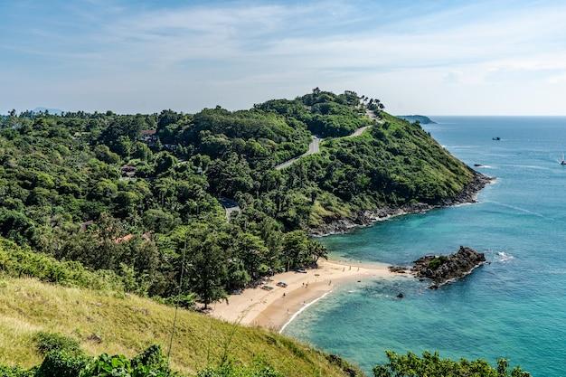 タイのプーケットを訪れるなら、プロムテップ岬は必見です。