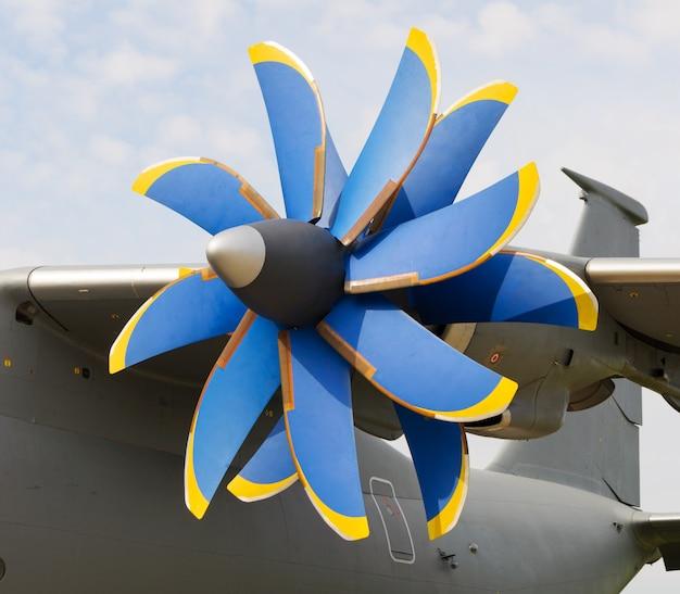 Пропеллерный турбовинтовой самолет