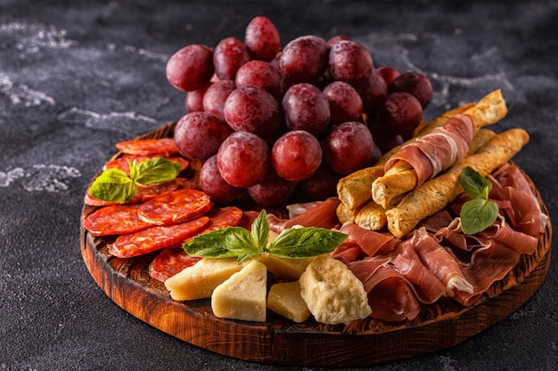 Prosciutto sausage with grapes and parmesan