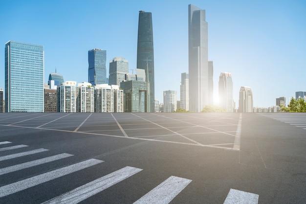 高速道路、アスファルト舗装、都市建築商業ビルの展望