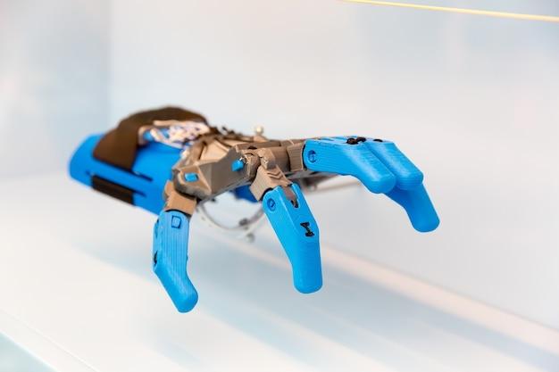 人間の手の補綴物、機械部品。将来の補綴技術、医療バイオエンジニアリング、ロボットアーム