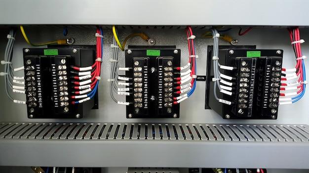 電気制御盤の保護リレー端子接続