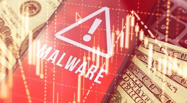 보호 소프트웨어 및 은행 계좌 돈, 사이버 범죄 및 해킹의 개념, 휴대 전화 및 맬웨어 기호가 화면에 표시됩니다.