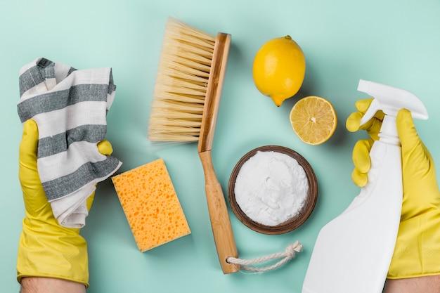 노란색 장갑 및 친환경 제품 보호