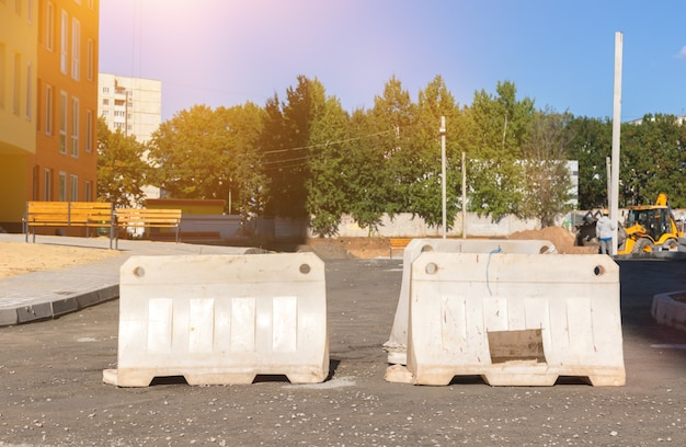 Защитный забор на дороге, фото фона безопасности строительной площадки