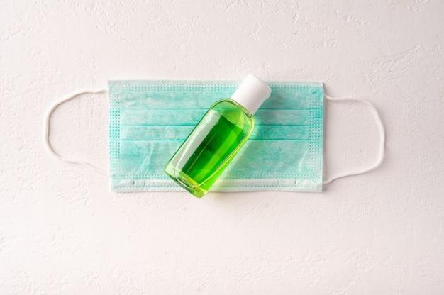 보호 의학 안면 마스크, 밝은 배경에 살균 젤