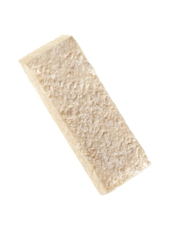 ココナッツを使用した天然物から作られたプロテインバー。白色の背景。孤立。