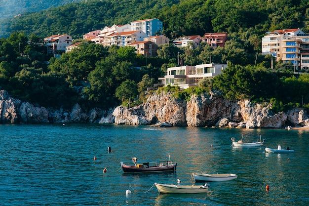 Пржно черногория рыбацкие лодки в море
