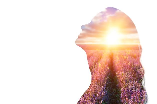 심리학 개념입니다. 일출과 몽상가 여성 실루엣입니다.