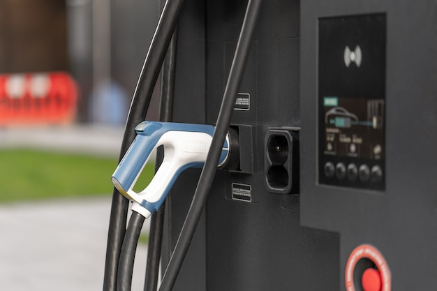 Public city charging station for fast charging of electric vehicles