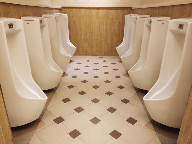Общественный туалет для мужчин
