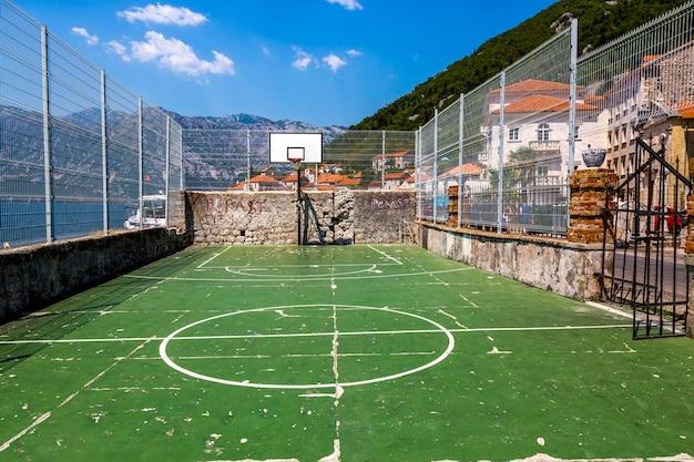 モンテネグロ、ペラスト市の公共スポーツグラウンド
