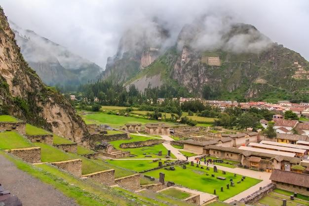 プカプカラ、ペルーのクスコの古代インカの要塞の遺跡