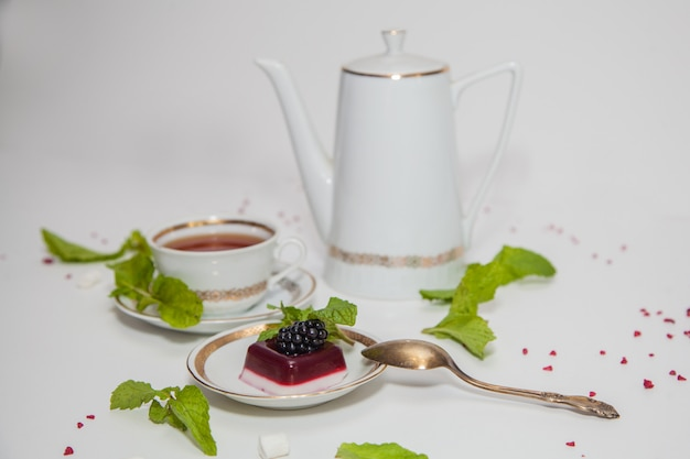Pudding with blackberries and mint