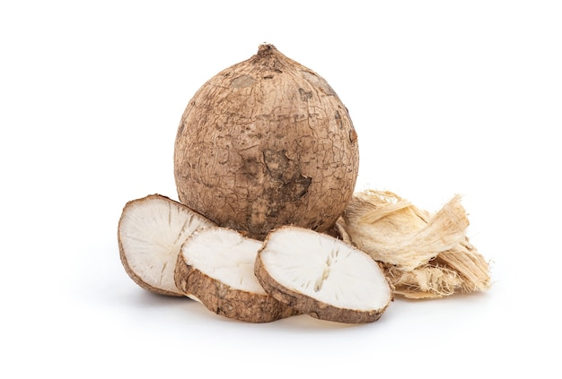 プエラリアミリフィカまたは白いクワクルアの果実とスライスが分離されました。