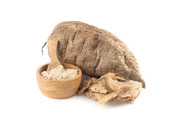 プエラリアミリフィカまたは白いクワクルアフルーツ、乾燥スライスと粉末分離