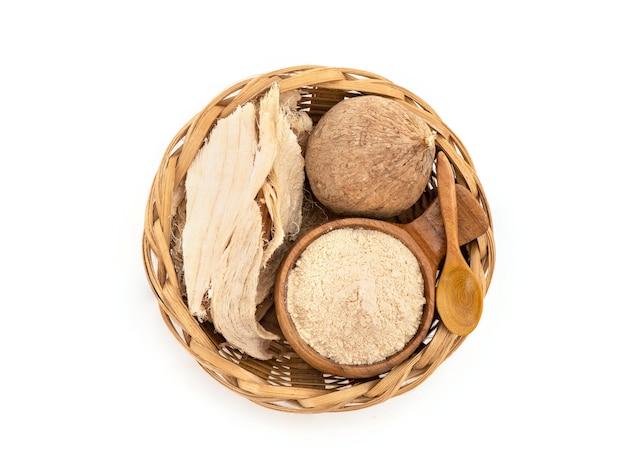 プエラリアミリフィカまたは白いクワオクルアの果実、スライスと粉末は、上面図、フラットレイで分離されました。