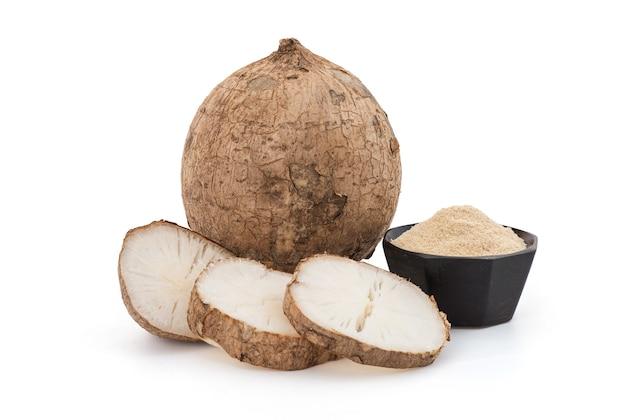 プエラリアミリフィカまたは白いクワクルアの果実、スライス、粉末がクリッピングパスで分離されました。
