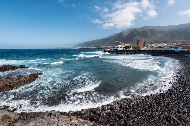 北テネリフェ島の海岸線の風景、カナリア諸島のプエルティートデロスシロス。
