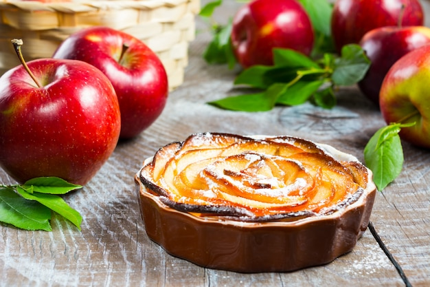 Puff apple shaped roses pie