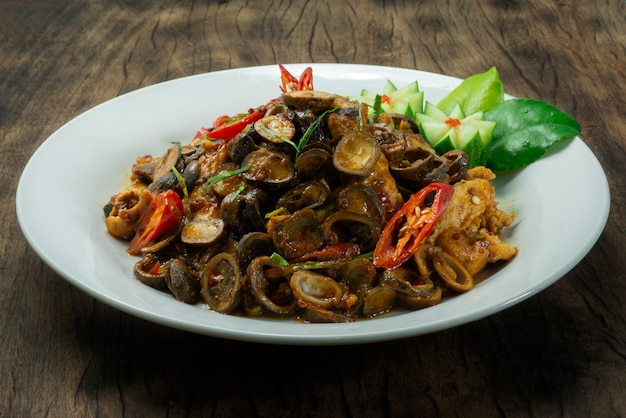 Слоёные грибы, обжаренные с чили-пастой red curry spicy dish