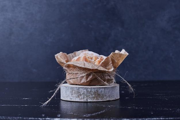 紙のラップでパイ生地。