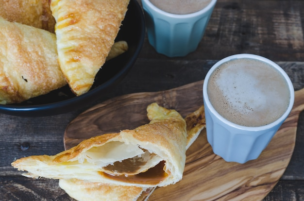 Puff pastry stuffed with caramel.