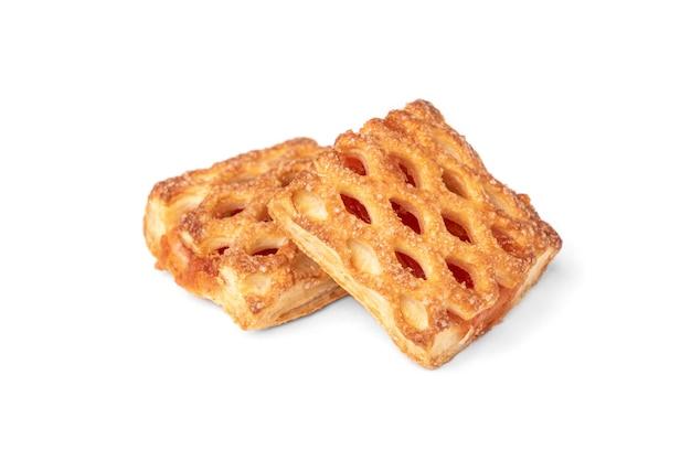 Слоеное тесто при изолированное яблоко.