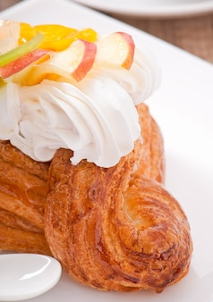 Puff with fruit and whipped cream