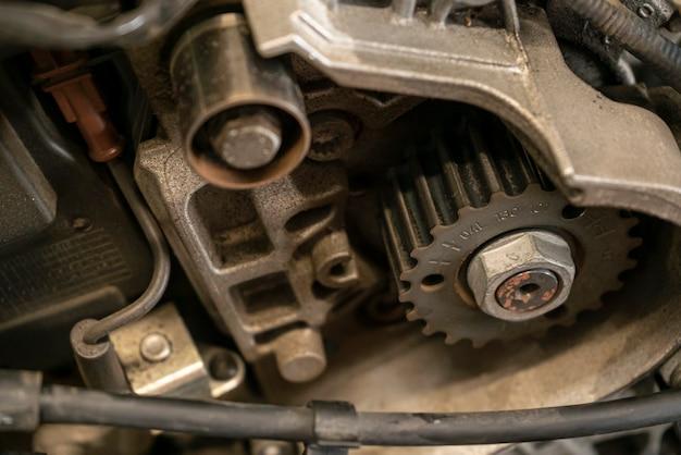 車のエンジンのプーリー2
