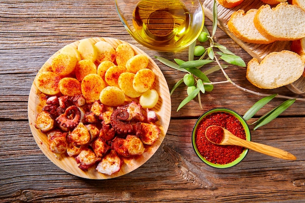 Pulpo a feira с картофелем осьминога в стиле галлега