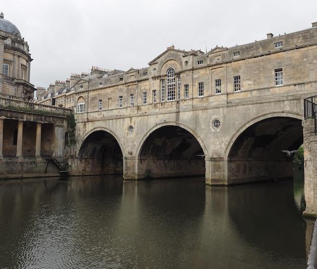 바스의 pulteney bridge