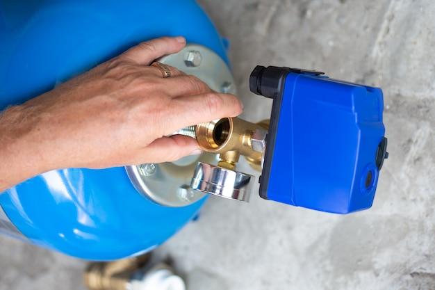 Насосная станция. монтаж водопровода в жилом доме с помощью гидроаккумулятора.