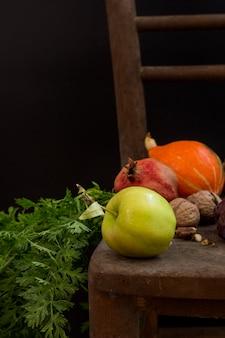 Расположение урожая тыквы и яблок