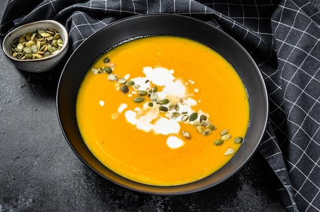 かぼちゃとにんじんのクリームと調味料のスープ